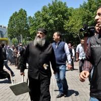 В Грузии отложили на неделю суд над священниками, обвиняемыми в срыве «Радужного флешмоба» 17 мая