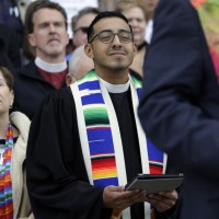 Члены Унитарианской универсалистской ассоциации встретили решение Верховного суда США о равенстве брака с ликованием