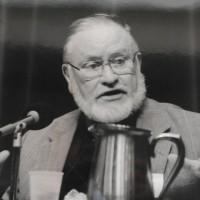 Джон МакНил, защитник и наставник ЛГБТ-католиков, умер в возрасте 90 лет