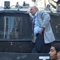 Махмут Танал на грузовике с водяной пушкой