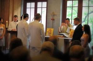 Венчание двух мужчин в православной церкви в США
