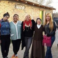 Сестра Моника (третья справа) с её группой транс* женщин