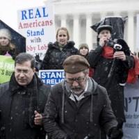 Религиозные активисты у здания Верховного суда США