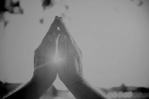 Руки, сложенные в молитве