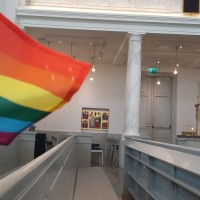 Радужный флаг в церкви