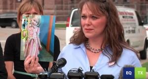 Ким Шеппли выступает перед Капитолием штата Техас