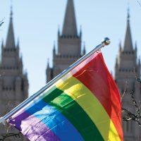 Радужный флаг на фоне мормонского храма в Солт-Лейк-Сити