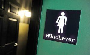 """Надпись на двери в туалет: """"Какие угодно"""""""