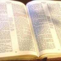 Тень креста на Библии