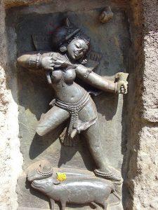 Кама, божество любви; храм в Хирапуре