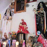 Санта Муэрте объединяет траснгендерных женщин Мексики