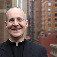 Ватикан назначает ЛГБТ-активиста консультантом по пиару