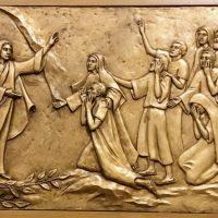 Мария Магдалина и женщины в церкви