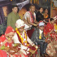 Транс-группа из Индии организует свадьбы для девушек из бедных семей