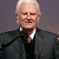 Скончался известный гомофобный проповедник Билли Грэм