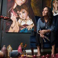 Художница-лесбиянка создала серию картин о Деве Марии