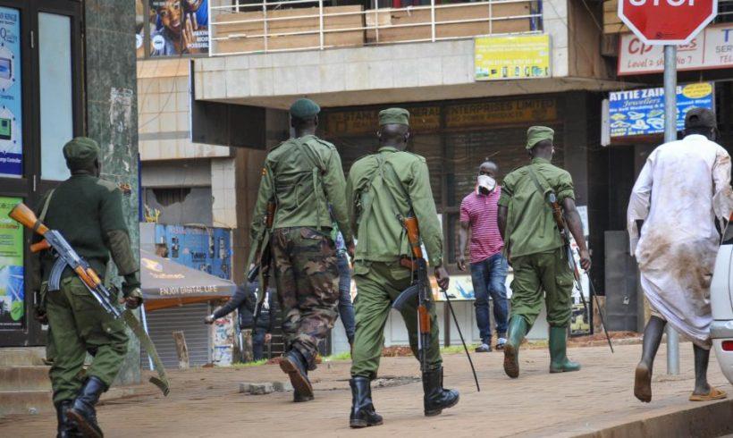 В Уганде полиция задержала находящихся в шелтере ЛГБТ-людей под предлогом нарушения карантинных мер