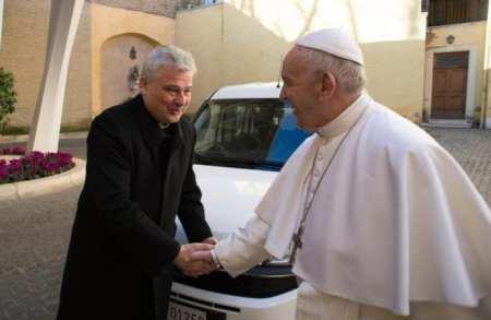Папа поручил оказать финансовую помощь общине трансгендерных людей