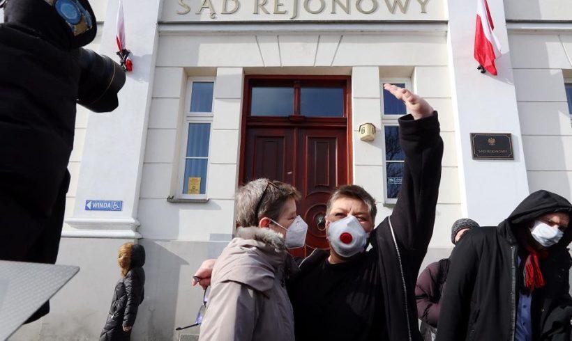 Суд оправдал польских активисток, изобразивших Деву Марию с радужным нимбом